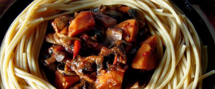 Spaghetti pełnoziarniste z batatami